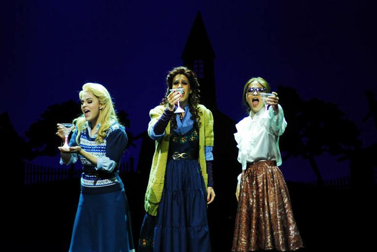Renata Ricci, Maria Clara Gueiros e Sabrina Korgutem cena