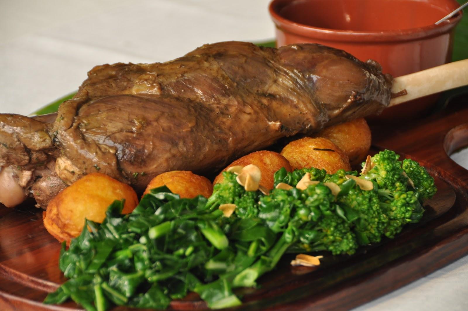 Cardápio recheado de Iguarias: Perna de Cabrito com Batatas.