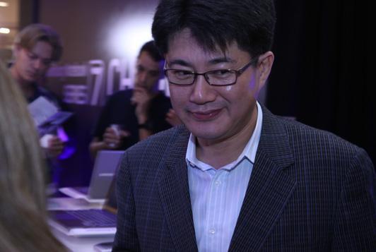 Presidente da Samsung , JW Kim, comenta  que a  série 7 Chromos e uma opção atraente para os usuários que exigem uma alta performance, como games