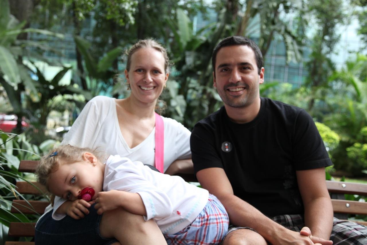 Karina com os pais Melissa e João Guerra