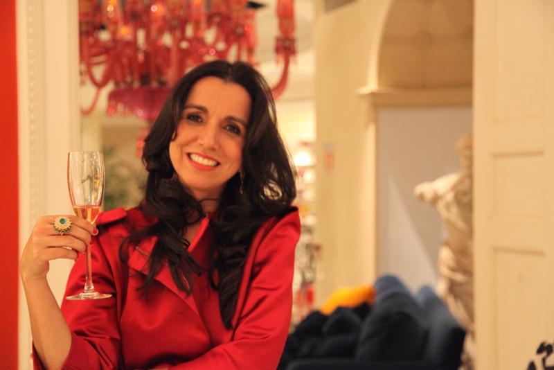 A médica radiologista Luciana Dias harmonizou a champagne Veuve Clicquot com as jóias exclusivas da designer capichaba Emar Batalha.