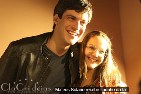 fOTO 11 Mateus Solano recebe carinho da fã JPG