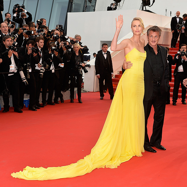 A atriz Charlize Theron lança Mad Max ao lado do ator e diretor Sean Penn