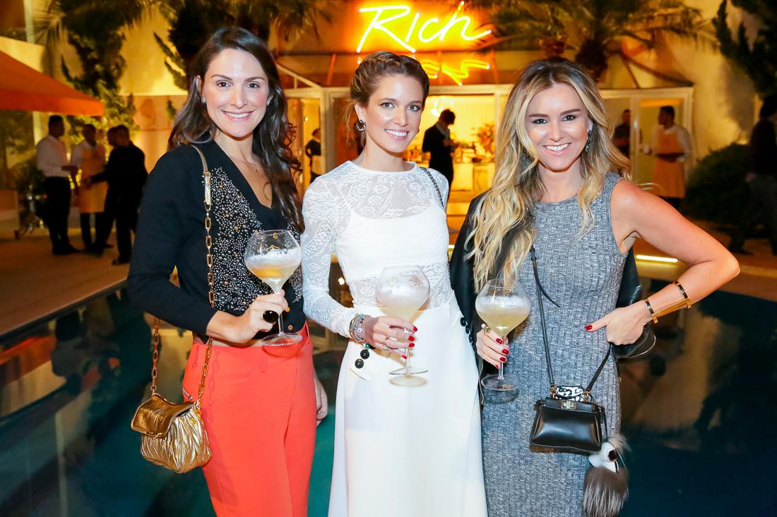 Adriana Celes Uemura, gerente de marketing da marca; Helena Bordon, embaixadora da nova champagne Veuve Clicquot Rich e Gabriela Moreno Sanches, diretora da Veuve Clicquot Brasil (Foto: Reprodução)