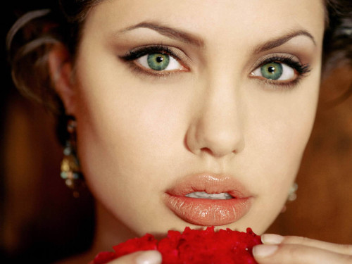Angelina Jolie. Acima, Taylor Swift, Katy Perry e Jennifer Hudson