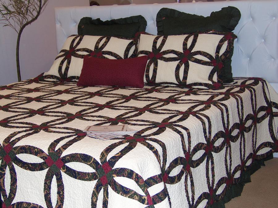 Uma das colchas da marca Giulianna Fiori feita com a técnica de patchwork (Foto: Nair Barros - ClaCrideias)