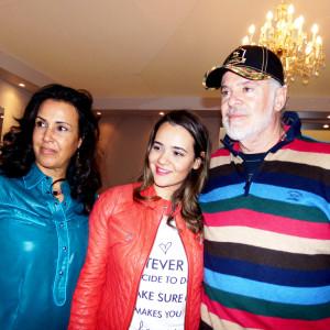 A designer Jô Cabral com seu marido Edson e sua filha Giuliana tiveram a ideia transformar uma técnica artesanal em algo para grande escala (Foto: Nair Barros - ClaCrideias)
