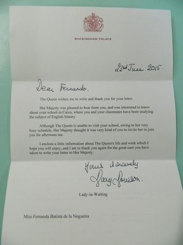 Carta com brasão da corte britânica, agradecendo o convite para a rainha Elizabeth II conhecer colégio em Caicó | Foto: Educandário Santa Teresinha