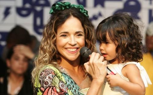 Daniela Mercury com sua netinha Clarice (Foto: Reprodução)