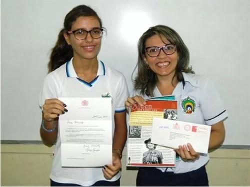A aluna Fernanda Batista e a professora de História, Joalse Brito | Foto: Educandário Santa Teresinha