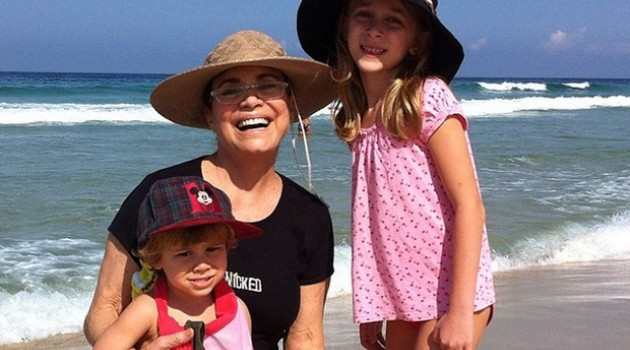 Regina Duarte com seus dois netos: Manuela e Frederico (Foto: Reprodução)