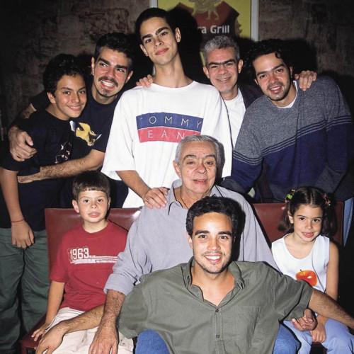 Chico Anysio e seus filhos. . FOTO: Divulgação