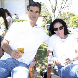 Eduardo e Ângela Schonburg. FOTO: Divulgação
