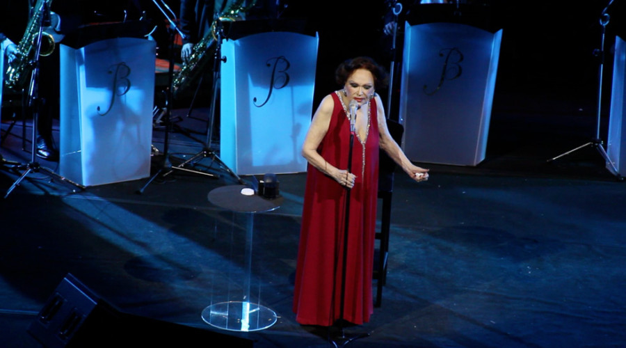 Bibi Ferreira se apresenta no prêmio (Foto: Nair Barros/ Clacrideias)