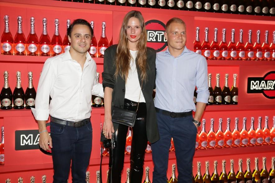 Felipe Massa e Valtteri Bottas com a fotógrafa Cate Underwood. (Foto:Reprodução)