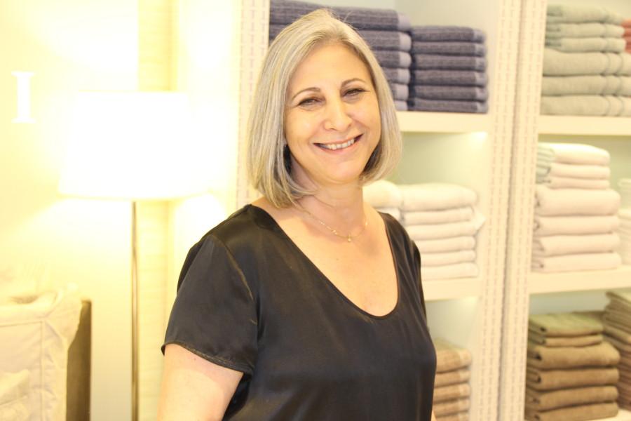 Proprietária da loja, Manoela Ortis (Foto: Nair Barros)