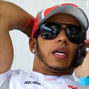 Lewis Hamilton foi o último a chegar no autódromo (Foto: Reprodução)