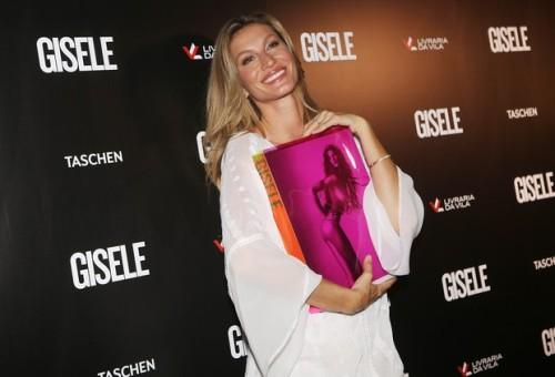 Gisele no lançamento de seu livro especial (Foto: Reprodução)