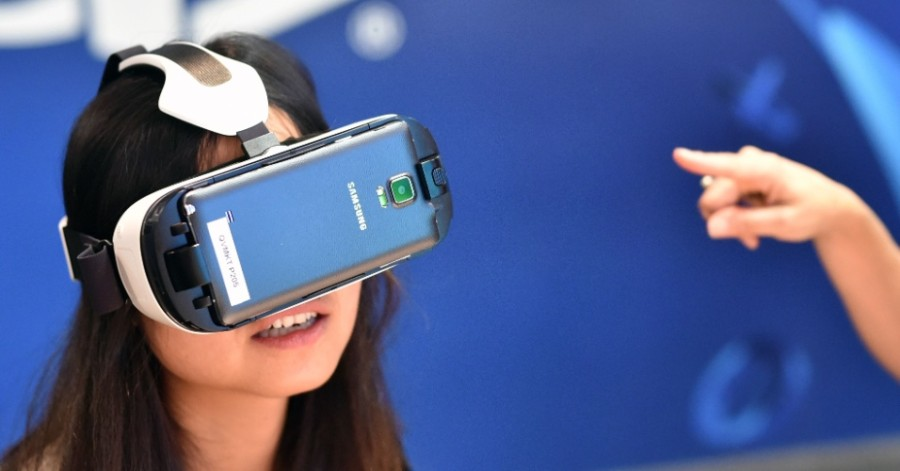 Visitante testa realidade virtual (Foto: Divulgação)