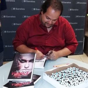 danilo barbosa autografa livros (foto: divulgação)