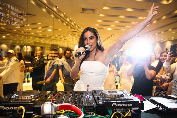 Anitta também fez o vídeo A Menina Dança em ação beneficente da grife (Foto: divulgação)