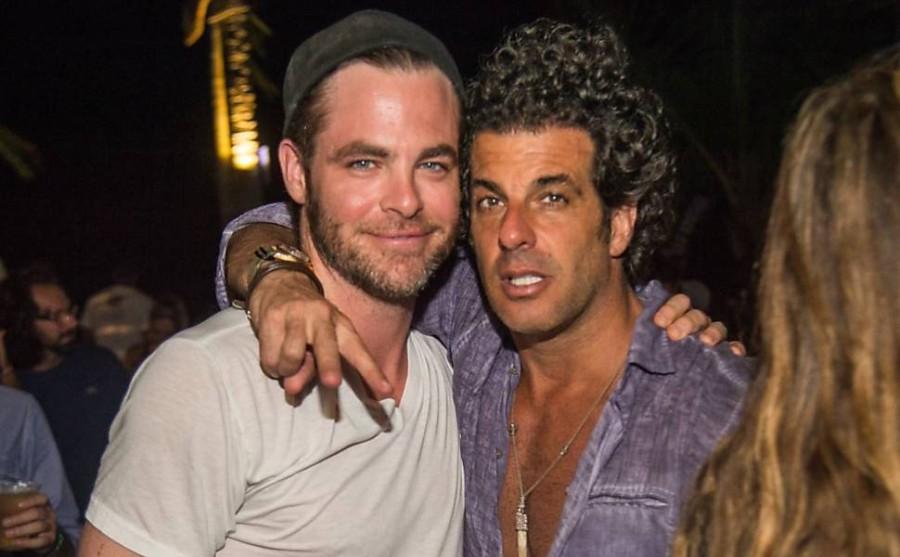 Chris Pine e Álvaro Garnero em festa no Café de la musique trancoso (Foto: Divulgação)