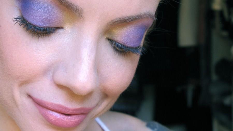 Julia Petit sombras sem degradê visível são tendência de verão (Foto: Divulgação)