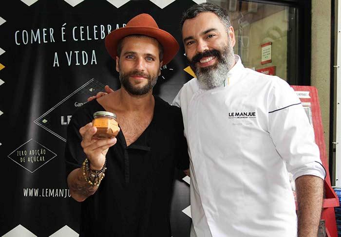 Bruno Gagliasso e o chef (Foto: Divulgação)