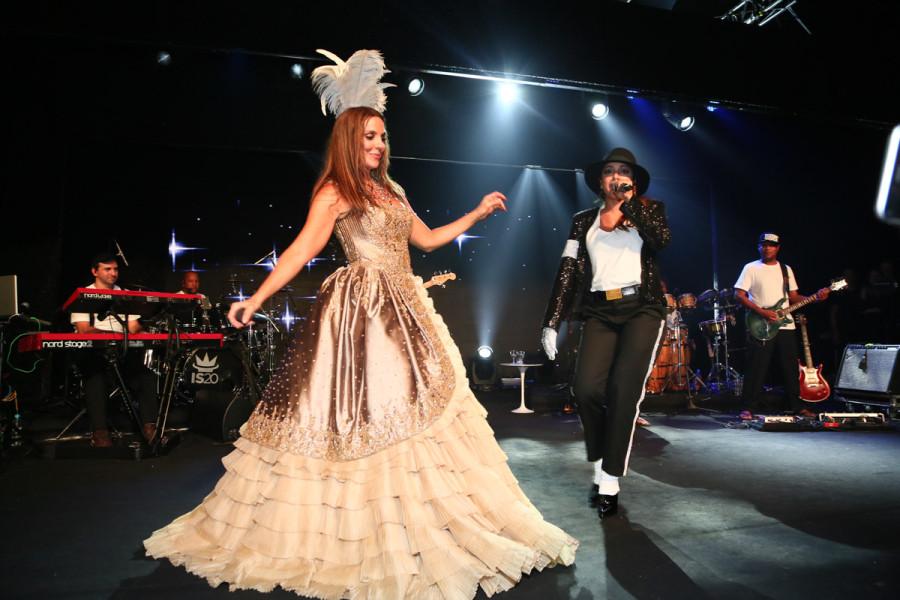 Ivete Sangalo e Anitta em baile de 2015 (Foto: Divulgação)