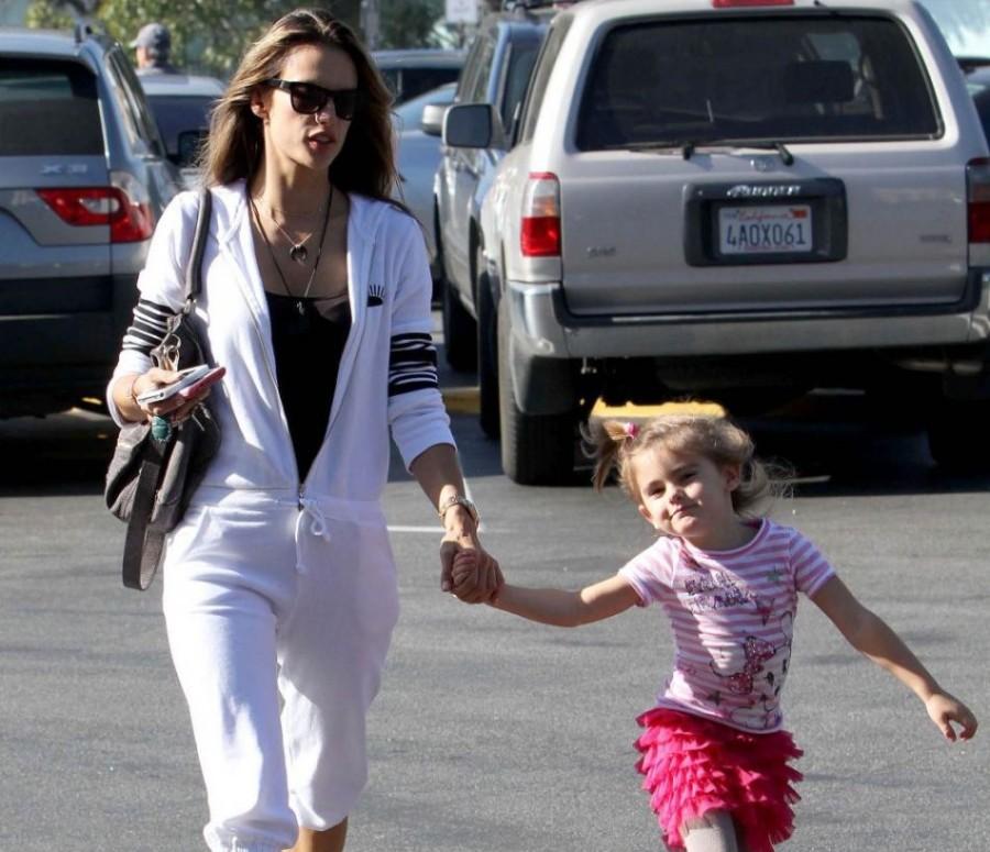 Alessandra Ambrósio e a filha Anja (Foto: Divulgação)