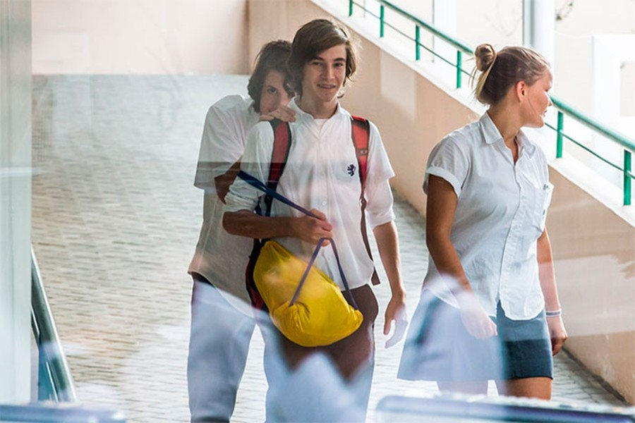 Lucas Jagger no colégio (Foto: Divulgação)