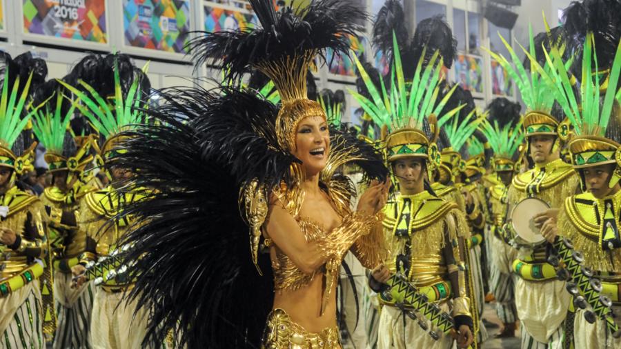 Claudia Leitte exibe fantasia de R$ 100 mil (Foto: Divulgação)