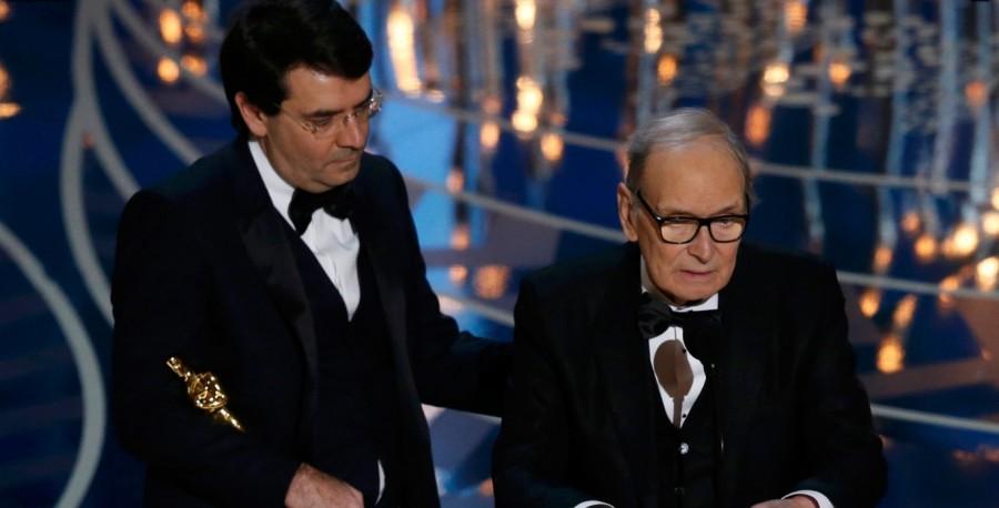 Compositor italiano Ennio Morricone recebe Oscar 2016 de melhor trilha sonora por ''Os oito odiados'' (Foto: Divulgação)