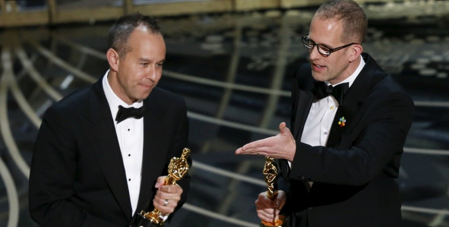 Pete Docter e Jonas Rivera recebem o Oscar de melhor longa de animação por ''Divertida mente'' (Foto: Divulgação)