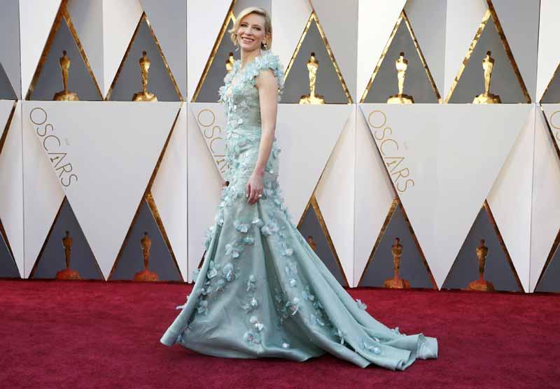 Cate Blanchett indicada para melhor atriz divina com o vestido armani (foto: divulgação)