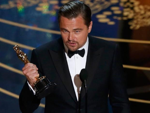 Leonardo DiCaprio recebe Oscar de melhor ator por 'O regresso'' (foto: divulgação)