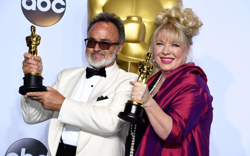 Colin Gibson e Lisa Thompson com oscar de melhor (foto: divulgação)