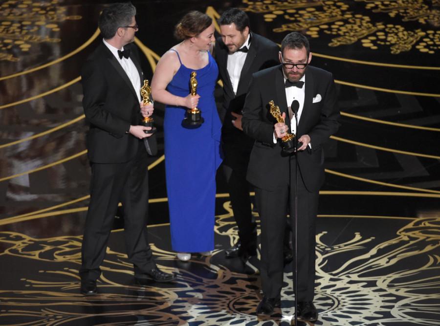 Andrew Whitehurst, Paul Norris, Mark Ardington e Sara Bennett levam Oscar (foto: divulgação)