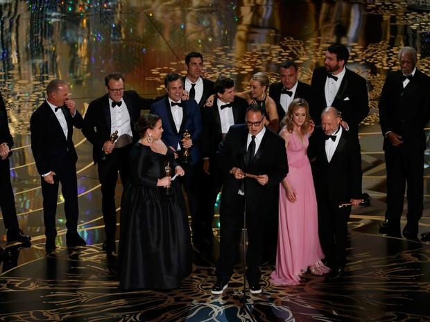Equipe de 'Spotlight' recebe Oscar de melhor filme em Los Angeles (Foto: Divulgação)