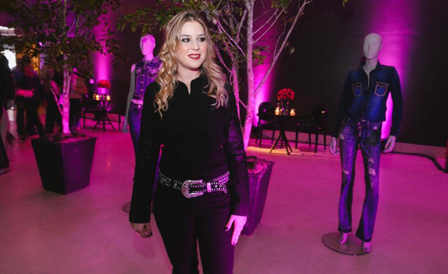 Caroline Rugolo também ganhou os holofotes da noite fashion (foto: Divulgação)