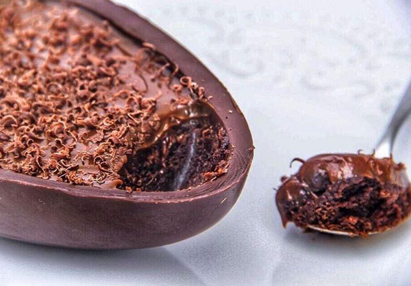 Isabela Akkari - meia casca recheada com brownie e coberto por chocoalte belga sem glúten, sem lactose, sem conservantes e sem açúcares refinados (R$ 88,00), com 98 kcal em 100g (Foto: divulgação)