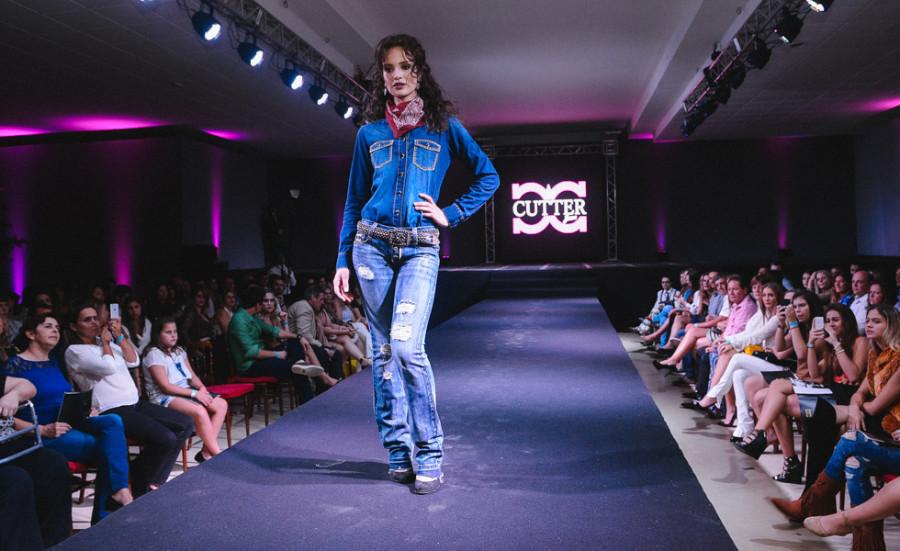 Jeans com lavagem clara é tendência (foto: divulgação)