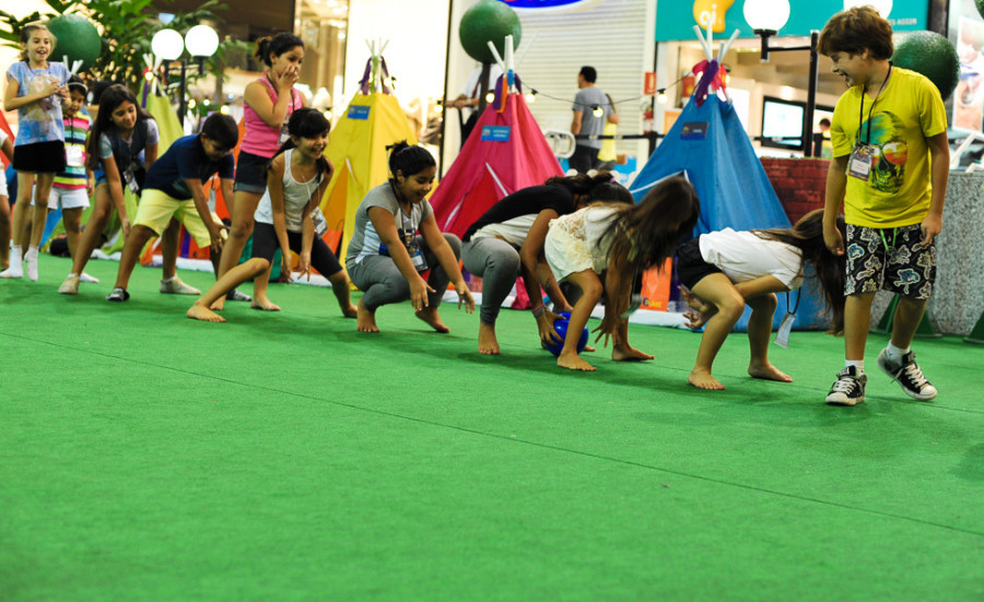 Crianças brincam antes de dormir  (Foto: divulgação)