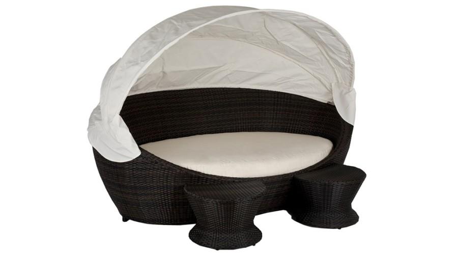 Cama com proteção solar Source Outdoor Hampton Day Bed. Preço: US$2.990. À venda pela The Luxury Dog Beds (Foto: Divulgação)