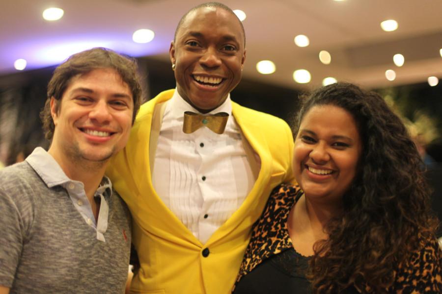 Tiago Barbosa é Lord Pinkleton (ao centro) (Foto: Nair Barros/ClaCrideias)