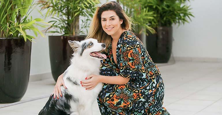 Fernanda Paes leme e o dog Google   (Foto: Divulgação)