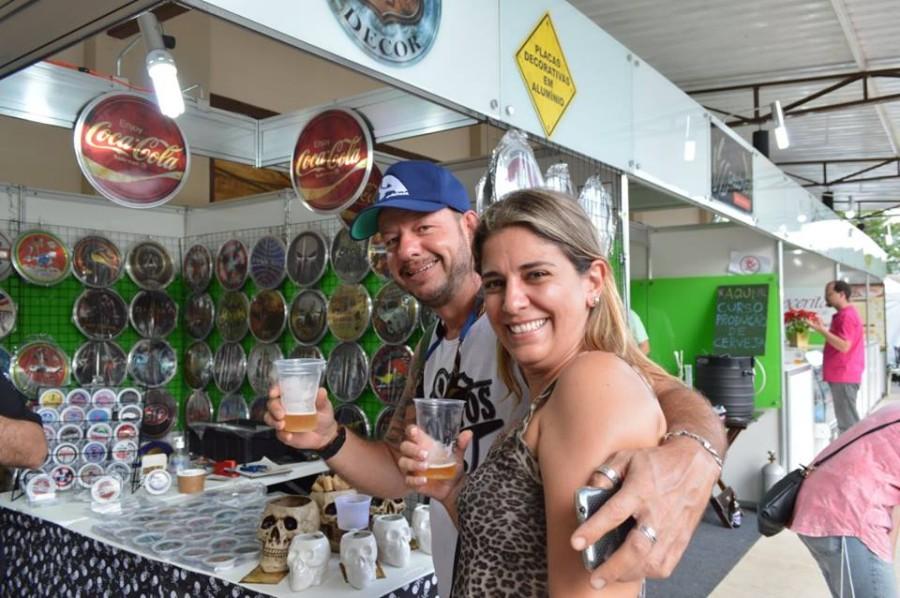 Casal aproveita primeira edição do Expresso Bier Fest (Foto: Divulgação)