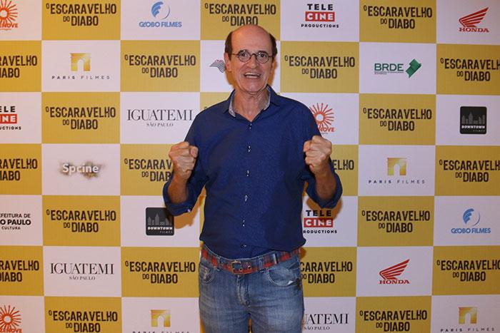 Marcos Caruso aparece com cabelo castanho escuro em pré-estreia de O Escaravelho do Diabo(Foto: Divulgação)