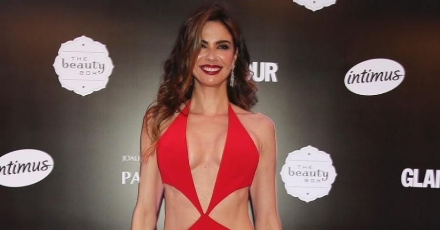 Luciana Gimenez usa vestido com recortes no Prêmio (Foto: Divulgação)
