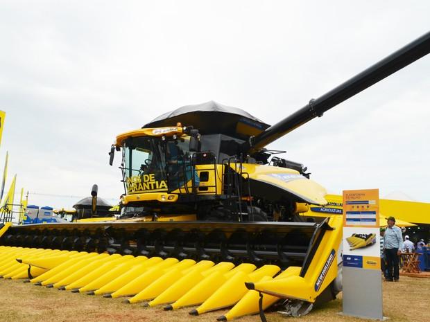 Colheitadeira de grãos percorre terrenos inclinados sem reduzir a velocidade (Foto: Divulgação)
